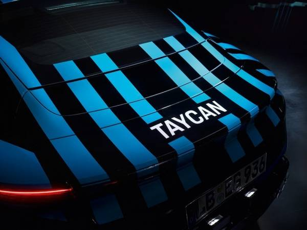 sneek-preview-porsche-taycan-01